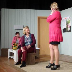 """Die Premiere von """"Wat den een sien Uul"""" in der Aula des FSG Preetz um 20:00 Uhr"""