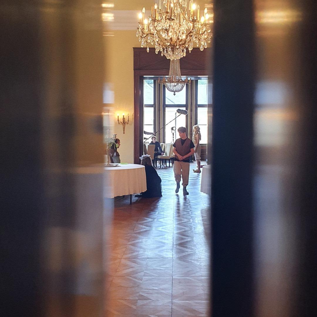 Heute ein paar Behind-the-Scenes Bilder von unserem Filmdreh auf Schloss Bredeneek. Nur noch 3 Tage, dann ist es soweit.  Im Hintergund laufen aktuell noch die letzten Bearbeitungen und dann sind wir bereit für die Premiere am Samstag.