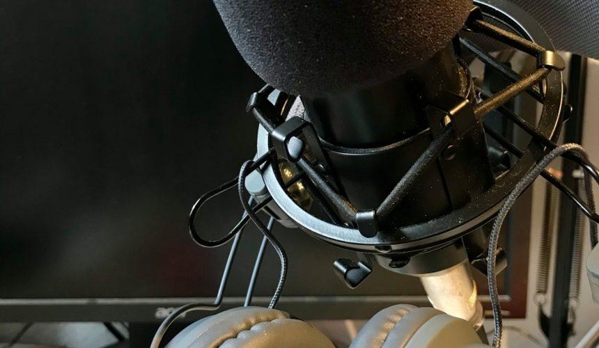 """Das Jahr 2020 neigt sich dem Ende und wir schauen zuversichtlich auf das kommende Jahr. Es gibt bereits viele Projektideen für das Jahr 2021: Podcast, Film, …Worüber würdet ihr euch als Zuschauer freuen? Mit dem Podcast """"mimikrifon"""" hat die """"Niederdeutsche Bühne Ahrensburg"""" begonnen. Es werden sehr unterschiedlichen Beiträgen über die plattdeutsche Sprache und Themen rund um die Bühne angesprochen. Hört doch mal rein(Einfach bei den bekannten Anbietern nach """"mimikrifon"""" suchen)"""